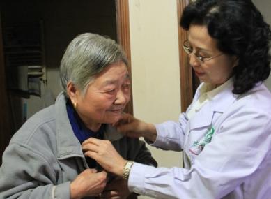 如何有效护理老年白癜风患者